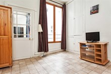 Large, furnished short-term 30 m2 studio for rent at 'Maire à Arts et Métiers', Paris 3rd