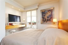 seasonal apartment rental for 2 or 4 in the heart of Saint Germain des Prés paris 6