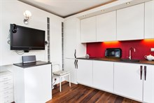 renovated studio apartment for 3 guests to ren short term in the Marais Paris 4th