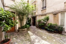 Weekly rental apartment furnished and equipped for 4 on rue Fabert Invalides, Paris 7th