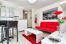 weekly rental of furnished apartment with terrace for 2 to 4 guests, near bastille, paris 11th district