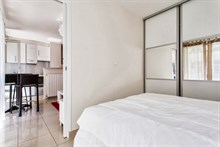 spacious weekend rental for 2 or 4 guests with terrace, rue de Montreuil, paris xi