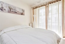 contemporary 1 bedroom apartment sleeps 2 or 4, rent short term on rue de Montreuil, paris 11th