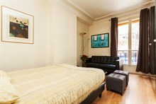 monthly rental of furnished F2 for 2 guests on rue Paul Bert in bastille