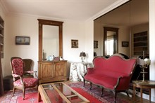 Romantic 2-room furnished flat w/ balcony available for short-term rental, Passy Paris 16th