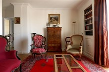 Weekly 4-person apartment rental for antique lovers at Passy, Paris 16th. Fully furnished w/ balcony and library