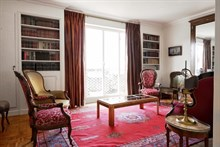 A book lover's paradise in Paris 16th district, furnished apartment with 2-rooms + balcony, sleeps 4