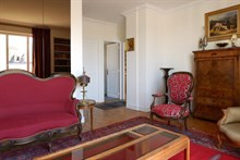 Weekly accommodation for 4 in 2-room apartment, fully furnished w/ balcony at Passy, Paris 16th