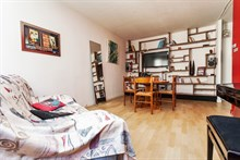Short-term holiday flat rental sleeps 4, rent by week or month, Montmartre Paris 18th