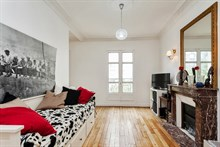 Spacious 2-room apartment sleeps 4, rent by week or month, located near favorite Parisian monuments, Cambronne Paris 15th