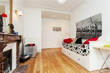 Short-term lodging in luxurious flat in Paris 15th district, furnished, comfortably sleeps 4 w/ 2 rooms, rue Cambronne