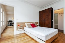 Last-minute vacation rental at Cambronne Paris 15th, sleeps 4 w/ two rooms