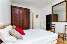 Flat available for last-minute holidays, sleeps 4 w/ two large rooms at Cambronne, Paris XV