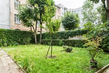 Affordable lodging for 4 in 2-room flat at Cambronne Paris 15th, rent by week or month
