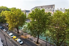 Week-long apartment rental in furnished 4-person apartment with 2 rooms and balcony, Republique Paris X