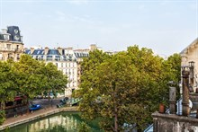 Short-term lodging (weekly, monthly) for family or friends in furnished 2-bedroom apartment with balcony, plenty of privacy, Paris 10th, Republique