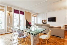 Modern apartment near Republique w/ 2-bedrooms and balcony sleeps 4, short-term accommodation at Turbigo, Paris 3rd