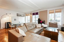 Spacious 3-room apartment sleeps 4, rent by week or month, located near favorite Parisian attractions the Marais and Republique, Turbigo Paris 3rd