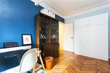 Short-term holiday rental for 4 in turn-key flat w/ 3 rooms and a long balcony at Turbigo Paris 3rd