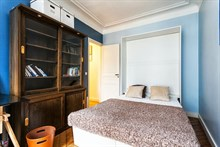 Short-term 4-person family vacation rental in furnished 2-bedroom apartment w/ balcony, Turbigo Paris III
