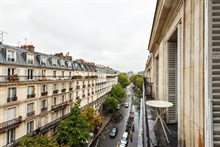 Short-term apartment rental sleeps 4, 3 rooms with 2 spacious double bedrooms in Paris, Turbigo 3rd