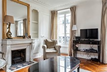 Short-term lodging in luxurious flat near metro Hotel de Ville in Paris 4th district, furnished, comfortably sleeps 4 w/ 3-rooms