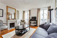 Luxurious honeymoon rental, fully furnished with 2 romantic bedrooms, equipped kitchen, at Hotel de Ville, Paris 4th in le Marais