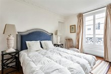 Large 3-room apartment available for weekly rental, perfect for romantic couple's getaway, extra privacy with 2 bedrooms, Hotel de Ville, Paris 4th