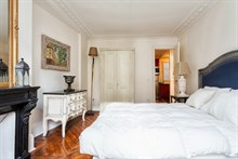 Turn-key 3-room apartment at Hotel de Ville, Paris 3rd, available for business stays by the week or month