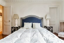 Short-term 4-person family vacation rental in furnished 2-bedroom apartment, Hotel de Ville, Paris IIII