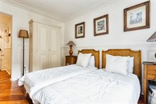 For rent: furnished apartment w/ 2 double bedrooms comfortably sleeps 4 at Hotel de Ville, Paris 4th