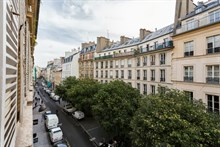 Large furnished apartment for 4 in le Marais, 2-bedrooms for extra privacy, rent by week or month, Hotel de Ville, Paris 4th