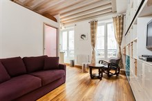 Turn-key studio apartment on rue des Dames, Paris 17th, available for business stays by the week or month