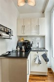Short-term 2-person vacation rental in furnished studio apartment, Batignolles, rue des Dames, Paris 17th