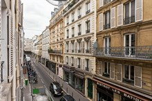 Short-term lodging in furnished studio flat, rent by week or month, rue des Dames, Paris 17th