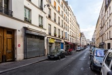 Short-term lodging for 4 in furnished 2-room flat w/ 1 bedroom, rent by week or month, Paris 11th District near Marais