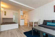Furnished accommodation for 6 in spacious studio flat available for rent by week or month, rue Saint Jacques, Paris V
