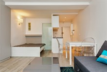 Romantic monthly vacation rental, turn-key studio w/ double bed and fold-out couch near Luxembourg gardens, Paris 5th