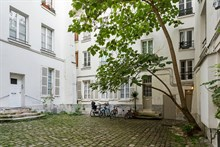 Short-term lodging in luxurious studio flat near Port Royal in Paris 5th district, furnished, comfortably sleeps 4