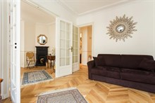 Spacious accommodation for 4 available for business stays, 3-room furnished apartment near business district, Paris 15th