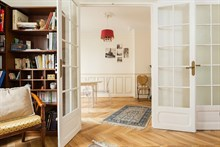Short-term apartment rental sleeps 4, 3 rooms with spacious double bedroom in Convention Paris 15th