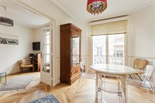 Large apartment available for weekly rental, perfect for romantic couple's getaway, extra privacy with 2 bedrooms, Convention Paris 15th