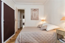 Short-term Paris vacation rental near Convention Paris 15th District, perfect for family or friends, sleeps 4 w/ private bedroom area