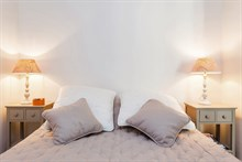 Romantic weekly vacation rental, turn-key w/ 3 modern rooms steps from Convention Paris 15th