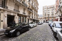 Spacious 3-room apartment sleeps 4, rent by week or month, located near favorite Parisian attractions, Convention Paris 15th