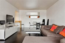 Splendid seasonal rental, 2 bedroom with sunny terrace for 6 guests in Boulogne Paris 16th