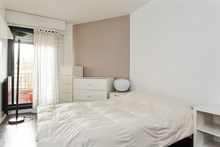 Accommodation for monthly or weekly rental with 2 bedrooms sleeps 6 guests on Rue Gallieni Paris 16th