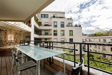 Turn-key furnished apartment with terrace for outdoor eating, sleeps 6 people near Paris 16th, Boulogne