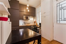 Short-term 4-6 person family vacation rental in furnished 2-bedroom apartment, between Montmartre & Grands Boulevards, Paris 9th