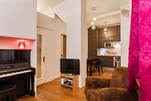 Romantic weekly vacation rental, turn-key w/ 2 modern bedrooms between Montmartre & Grands Boulevards Paris 9th